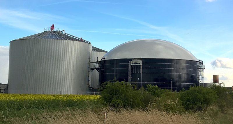 Biogas-Anlage zur Erzeugung von Bioenergie in ländlicher Region